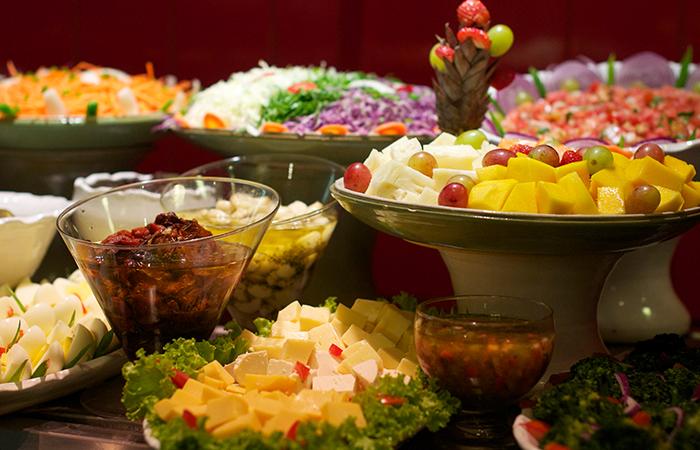 Farto buffet de saladas